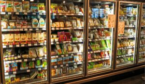 How to Choose the Right Products for  Food Service & Grocery Stores